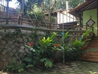 Casa de Praia: Jardins de fachadas de casas  por BSK Studio,Tropical