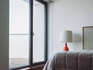 moradia LC: Quartos  por miguel lima amorim - arquitecto - arquimla,Moderno