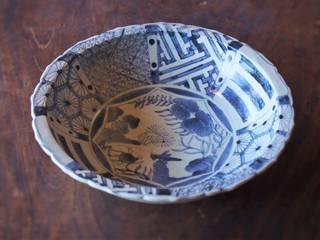 染付幾何文花鳥尺皿: 吉田崇昭が手掛けたです。