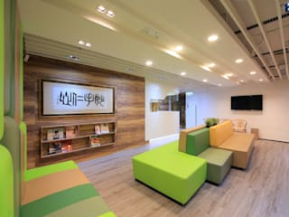 :  Clinics by FINGO DESIGN & ASSOCIATES LTD., Modern