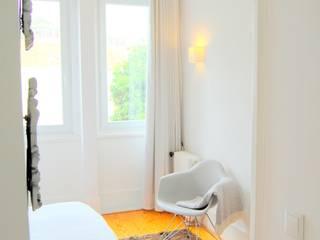 Arquitectura e Design de Interiores de Moradia - Porto Quartos minimalistas por Coxim Creative Factory Minimalista