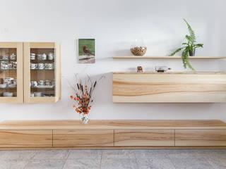 Wohnzimmermöbel von Schreinerei Fischbach GmbH & Co. KG Landhaus
