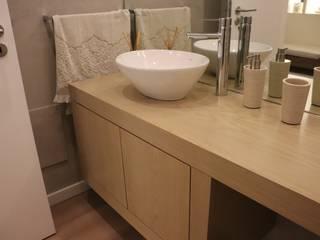 Paulo Cardoso - Móveis por Medida, Lda. Classic style bathroom Chipboard Wood effect
