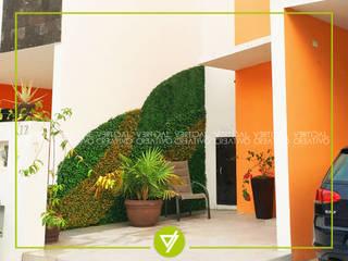 MUROS VERDES:  de estilo  por Vertical Creativo Arquitectos