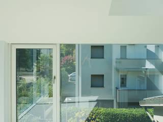 CASA S | Progetto di ampliamento di abitazione privata con inserimento di piattaforma elevatrice: Giardino d'inverno in stile  di elisa spada architetto