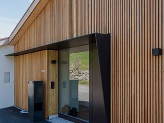 Hauseingang:  Häuser von architetta schiers ag