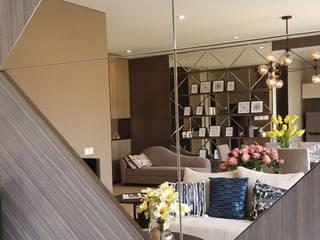 Cermin Elemen Dekoratif:  Ruang Keluarga by Likha Interior