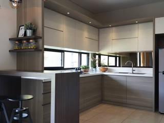 Dapur + Mini Bar Oleh Likha Interior Modern Kayu Lapis