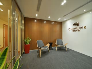 Chinlink:  Offices & stores by FINGO DESIGN & ASSOCIATES LTD., Minimalist