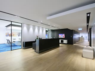 Woods Bagot:  Offices & stores by FINGO DESIGN & ASSOCIATES LTD., Minimalist