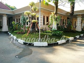 Tropical style garden by Tukang Taman Surabaya - Tianggadha-art Tropical