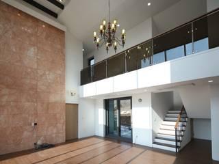Salas modernas de 인문학적인집짓기 Moderno