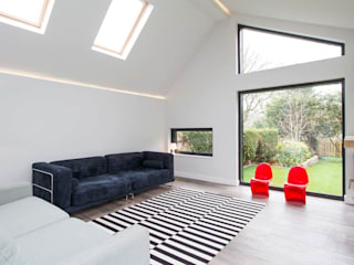 31 Bransgore Gardens:  Living room by Footprint Architects Ltd