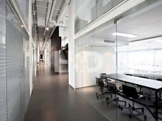Innvy Tech: modern  by H&D Spaces Inc.,Modern