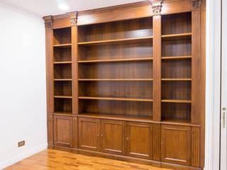 Librerie su Misura in Legno Studio in stile classico di Falegnameria Grelli Danilo Classico