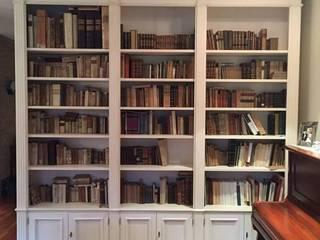 Librerie su Misura in Legno: Studio in stile  di Falegnameria Grelli Danilo
