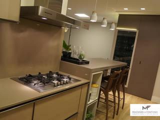 AP 701: Armários e bancadas de cozinha  por Machado Fontana | Arquitetura e Interiores