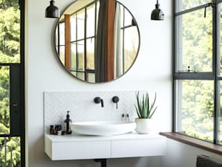 Greenacre: eclectic Bathroom by Martins Camisuli Architects