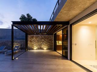 Pérgola de terraza exterior: Terrazas de estilo  por Alberto Zavala Arquitectos