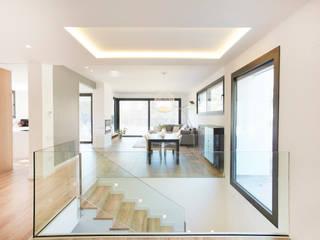 Escaleras: Estudios y despachos de estilo  de Laia Ubia Studio