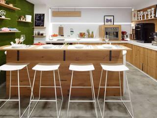 Set de TV Iñigo Lavado Gastronomía de estilo moderno de ILIA ESTUDIO Moderno