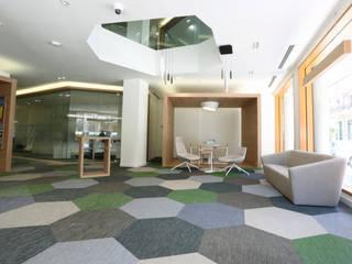 Oficina  Bankoa Bilbao: Edificios de oficinas de estilo  de ILIA ESTUDIO