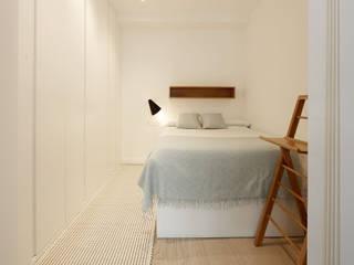 Apartamento Riberas: Dormitorios de estilo  de ILIA ESTUDIO