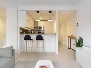 Apartamento Riberas: Cocinas de estilo  de ILIA ESTUDIO