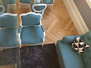 Villa Mouzinho Apartamentos & suites:   por Equevo - Interiores Design,Clássico