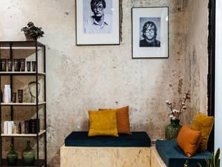 Sala de espera: Espacios comerciales de estilo  de Triangle Studio