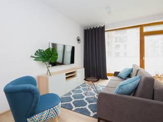 Niskobudżetowe mieszkanie pod wynajem Nowoczesny salon od ZIZI STUDIO Magdalena Latos Nowoczesny
