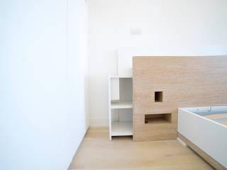 Una Casa Moderna Camera da letto moderna di Falegnameria Grelli Danilo Moderno