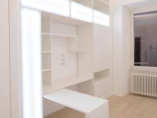 Modern corridor, hallway & stairs by Falegnameria Grelli Modern