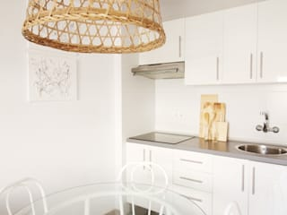Mediterrane Küchen von Neus Conesa Diseño de Interiores Mediterran