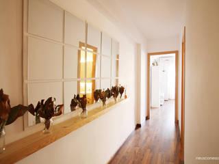 Apartamento vacacional Salou: Pasillos y vestíbulos de estilo  de Neus Conesa Diseño de Interiores