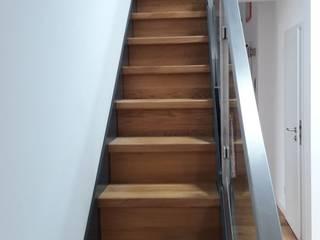 Treppen mit Glas- und Edelstahlgeländer Adam Pastuszko P&G Holzbauservice Treppe Holz
