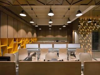 SHERA Modern study/office by smstudio Modern