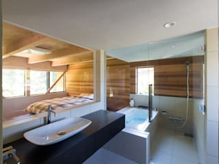 1LDKの家: 藤吉建築設計事務所が手掛けた浴室です。