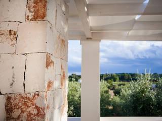 Pergolato Esterno:  in stile  di MGSO architetti