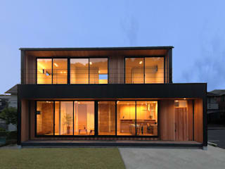 External Apperance(Night View): STaD(株式会社鈴木貴博建築設計事務所)が手掛けた家です。