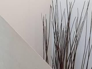 BETON2 モダンスタイルの 玄関&廊下&階段 コンクリート ベージュ