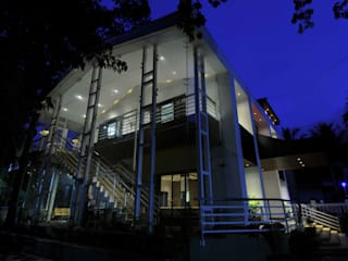 RESORT AT UMBERGAON Modern houses by smstudio Modern