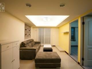 深白舍空間設計工作室 ห้องนั่งเล่นโซฟาและเก้าอี้นวม