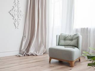Salones de estilo moderno de 'Студия дизайна Марины Кутеповой' Moderno