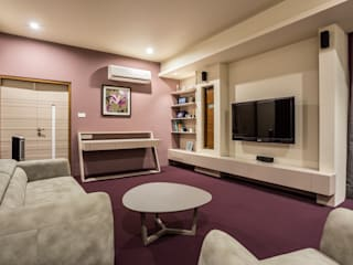 sitting area with small study table, t.v. unit:  Bedroom by Design Paradigm