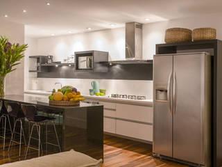 Fotos para a Arquiteta Alejandra Garzuze Cozinhas modernas por ArielCPhoto Moderno