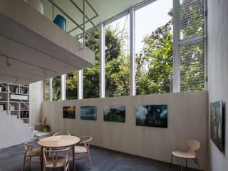 Гостиная в стиле модерн от 庄司寛建築設計事務所 / HIROSHI SHOJI ARCHITECT&ASSOCIATES Модерн