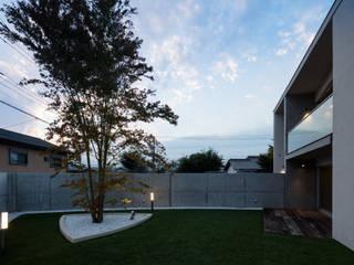 Сад в стиле модерн от 庄司寛建築設計事務所 / HIROSHI SHOJI ARCHITECT&ASSOCIATES Модерн