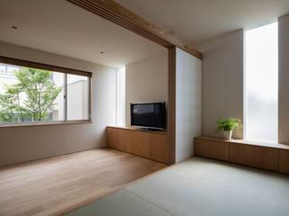 Salas de entretenimiento de estilo moderno de 庄司寛建築設計事務所 / HIROSHI SHOJI ARCHITECT&ASSOCIATES Moderno