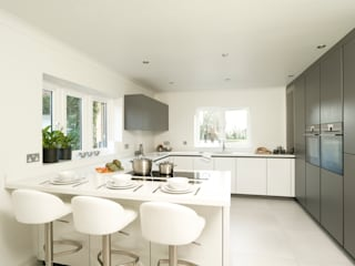 Urban Style Matt Lava Grey & White Gloss Urban Myth Built-in kitchens Grey